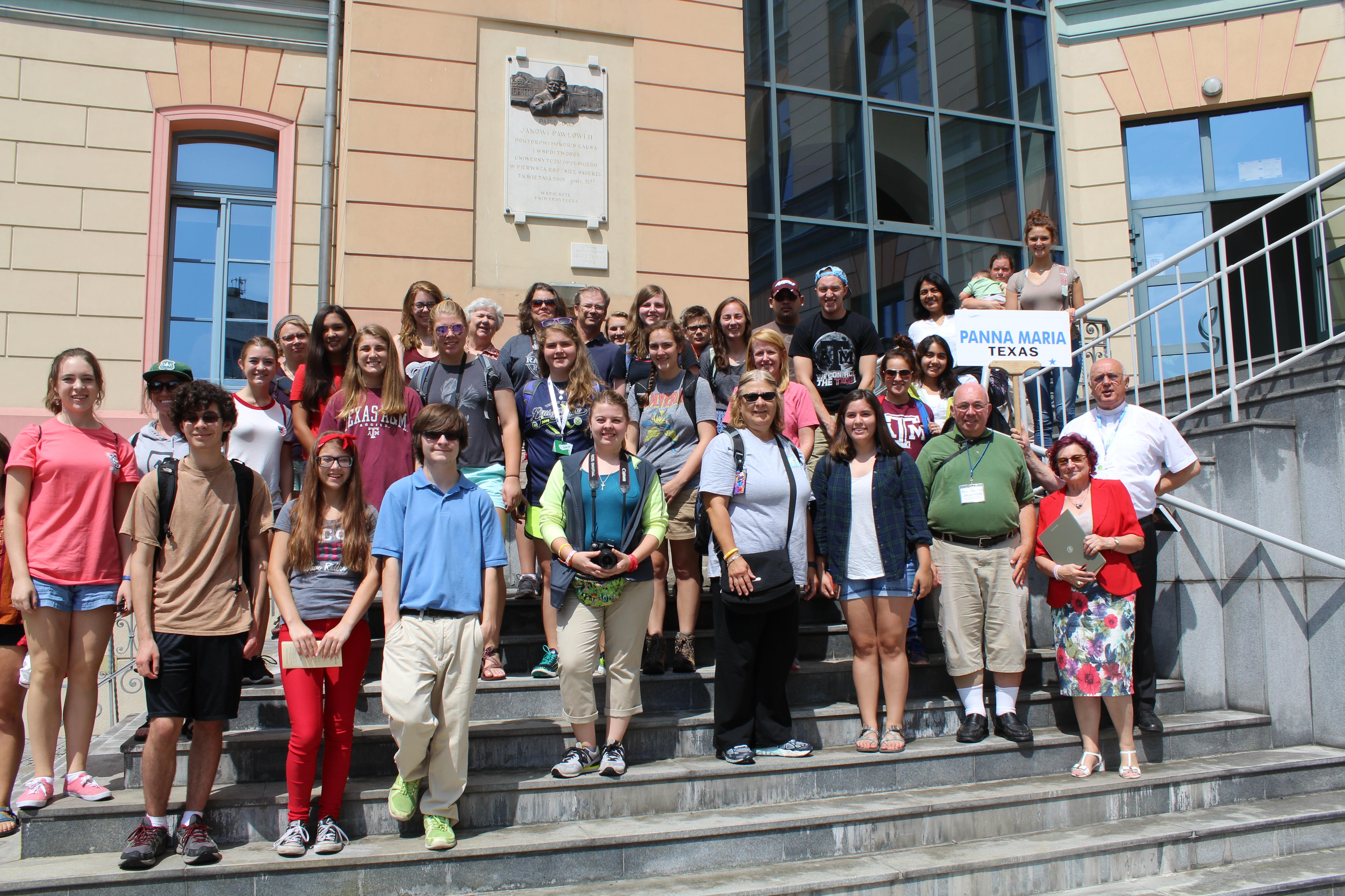 Uczestnicy  Światowych Dni Młodzieży z parafii Panna Maria w Teksasie podczas pobytu w Muzeum UO i na Wzgórzu Uniwersyteckim, 27.07.2016 r.